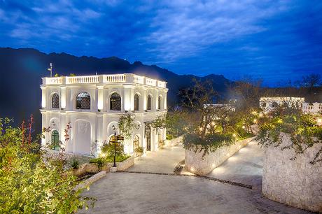 Tái hiện một khu nghỉ dưỡng giữa chốn núi rừng thơ mộng từ hơn một trăm năm trước, Silk Path Grand Resort & Spa Sapa được đầu tư chuyên nghiệp từ khâu thiết kế, thi công đến vận hành. Đánh giá cao tầm nhìn chiến lược của chủ đầu tư dự án và những đóng góp phát triển kinh tế - du lịch địa phương, Hội đồng giám khảo của Giải thưởng Quốc gia Bất động sản Việt Nam 2018 mong muốn dự án sẽ tiếp tục duy trì và phát triển vị trí của những người đi đầu, nâng tầm vị thế của du lịch Lào Cai cũng như ngành du lịch nói chung. Giải thưởng Bất động sản nghỉ dưỡng tốt nhất đầu tay chắc chắn sẽ trở thành cú hích cho những thành công vượt bậc của khu nghỉ dưỡng đẳng cấp này.