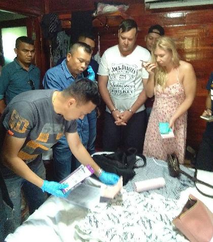 Khách Nga trộm điện thoại trong hàng quần áo ở Thái Lan