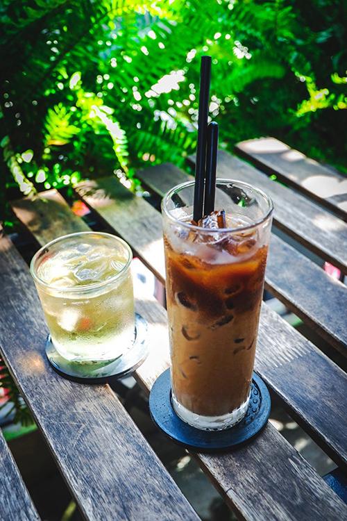 Quán cà phê đầu tiên có cầu khóa tình yêu ở Sài Gòn