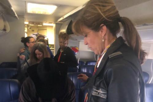 Bốn người hùng trong vụ hành khách bị hút khỏi máy bay