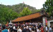 Hàng nghìn du khách đổ về hội chùa Thầy ngày cuối tuần