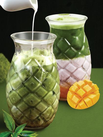 Matcha tại Betsu Milk được lấy từ vùng Uji của Nhật Bản. Đây là vùng trà nổi tiếng và lâu đời tại Nhật Bản Và có thể nói đây cũng chính là vùng trà đầu tiên tại Nhật Bản. Lá trà ở đây trước khi thu hoạch sẽ được che râm khoảng 3 - 4 tuần, trong thời gian này, lá trà sẽ tổng hợp được tốt nhất chất dinh dưỡng và diệp lục, do đó oại bột trà xanh matcha được tạo ra cũng thơm nhất, chất lượng nhất và giàu dinh dưỡng nhất.