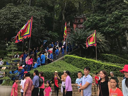 Đền HùngĐền Hùng luôn luôn là điểm du lịch hấp dẫn du khách không phải về cảnh quan thiên nhiên mà vì những giá trị tinh thần của dân tộc. Ảnh: Bích Ngọc.