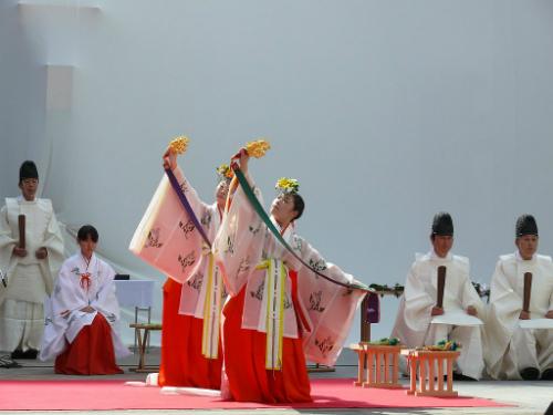 Những 'trinh nữ tế thần' trong các đền thờ Nhật Bản