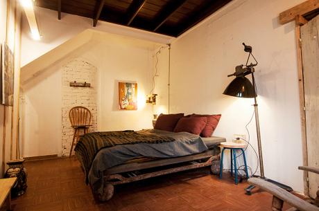 Nhà nghỉ, homestay cũng được nhiều du khách lựa chọn cho kỳ nghỉ của mình bởi giá cả rẻ, có không gian đẹp.