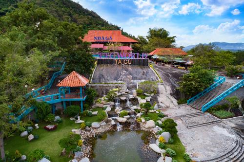 Nằm ven Quốc lộ 1A, thuộc thị trấn Thuận Nam, huyện Hàm Thuận Nam, cách TP HCM 170 km và thành phố Phan Thiết 30 km. TTC World - Tà Cú là một đơn vị trực thuộc tập đoàn TTC được du khách trong nước và quốc tế biết đến như một thắng cảnh du lịch sinh thái và tâm linh kỳ thú hấp dẫn bậc nhất của tỉnh Bình Thuận.