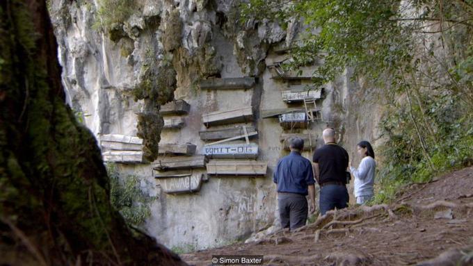 Tục treo quan tài trên vách núi ở Philippines