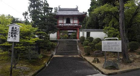 Khi nhận búp bê Okiku, tóc của nó chỉ dài ngang vai. Nhưng thời gian ở ngôi đền này, tóc nó đã mọc dài ra khoản 25 cm. Ảnh: TripAdvisor.
