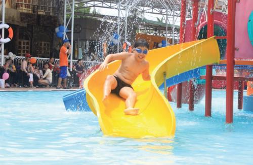 Đặc biệt, các bạn nhỏcòn được vui chơi miễn phí trong Công viên nước của KizCiti TP HCM.
