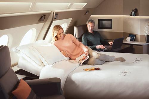 Nếu du lịch một mình, bạn có thể chọn Suites với ghế ngả 180 độ vàghế bành được thiết kế bên cửa sổ máy bay, còn không gian Suites đôi ấm áp với giường đôi, hai ghế bành... phù hợp với các gia đình.