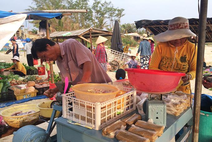 Khu chợ chỉ họp vào mùa hè suốt 15 năm ở Quảng Nam