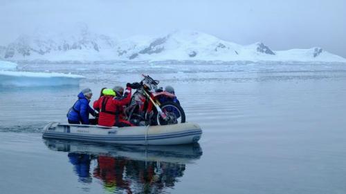Chiếc xe Rhonda the Honda theo Steph chinh phục Nam Cực. Ảnh:SWNS.