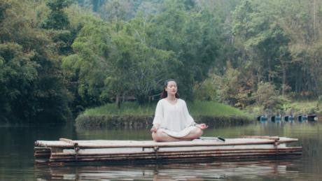 Không gian thiên nhiên tách biệt sẽgiúp du kháchthưởng thức sống chậm với những buổi yoga giữa rừng, đọc sách, nghe nhạc và xem phim dưới những tán cổ thụ, tận hưởngsự êm đềm của núi rừng. Đâysẽ là liều thuốc để gột bỏ những bộn bề cuộc sống.