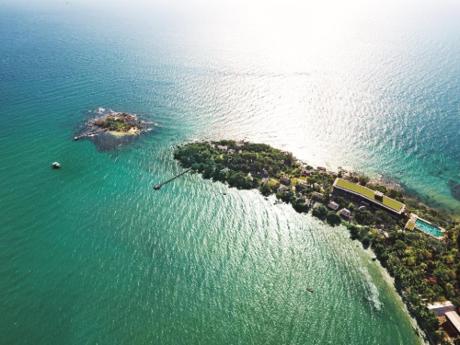 Ba mặt giáp biển, khu nghỉ dưỡngNam Nghi Phú Quốc Island là điểm dừng chân nằm giữa khu rừng nguyên sinh,với trời xanh, nước biếc bao quanh. Bạn sẽ thỏa thích chụp ảnh check-in và tận hưởng mùa hè. Dưới đây là 5 lý do mà bạn không thể bỏ qua kỳ nghỉ dưỡng Hè ở Nam Nghi.