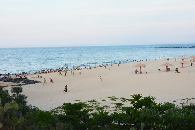 Những bãi biển hoang sơ nằm không xa khu đông đúc