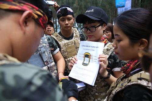 Người chơi tìm đường đi bằng công nghệ GPS.