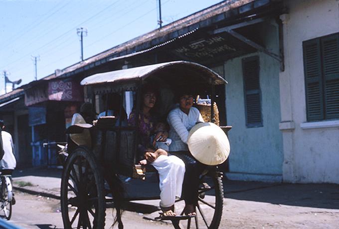 Ảnh hiếm của đạo diễn Mỹ về giao thông Sài Gòn năm 1965