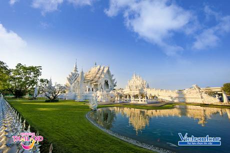 Chùa Wat Rong Khun  tuyệt tác kiến trúc tôn giáo tinh xảo của Chiang Rai.