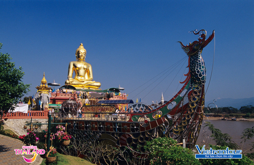 Tượng Phật vàng ở Sop Ruak (Chiang Rai)  trung tâm của vùng Tam giác vàng huyền thoại.