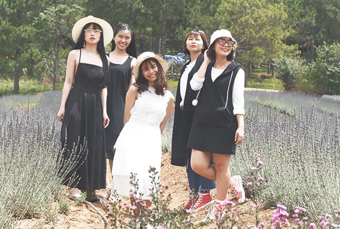 5 cô gái 9x rủ nhau check-in các vườn hoa ở Đà Lạt