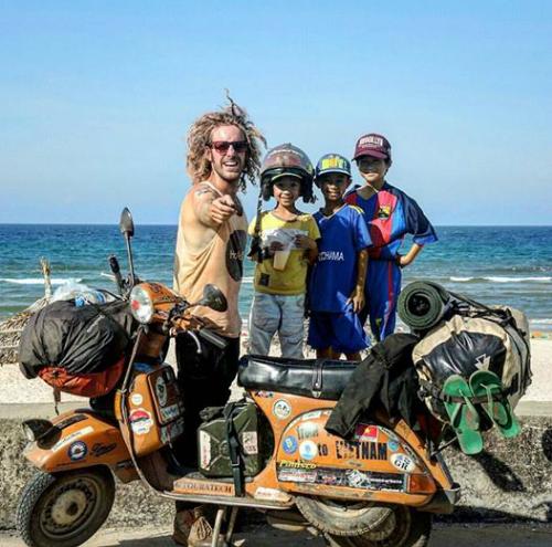 Phượt thủ Pietro, người Italy đến Việt Nam bằng xe máy. Ảnh: NVCC.