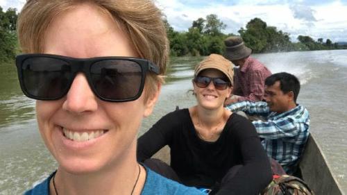 Jane Moutian (ngoài cùng bên trái) du lịch đến Đông Nam Á một mình. Ảnh: News.