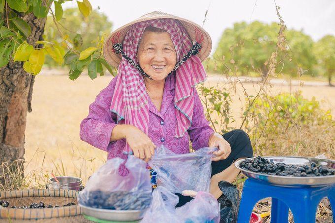 Chàng trai An Giang chụp ảnh 'sống ảo' trên đường tìm món gà đốt trứ danh