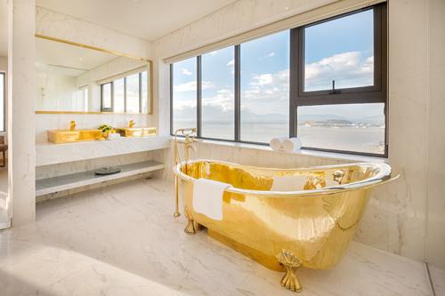 Khách sạn được khởi công ngày 1/6/2016 và khánh thành vào 1/10/2017, là công trình duy nhất được chính phủ và UBND thành phố Đà Nẵng cho phép vừa thiết kế vừa thi công để kịp hoàn thiện phục vụ Hội nghị Cấp cao APEC 2017.