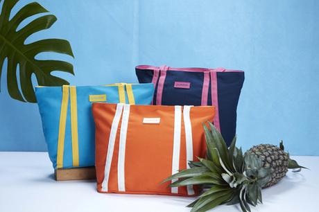 Hãy chọn túi có tông màu nhiệt đới để nổi bật dưới nắng hè.