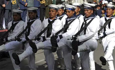 Hải quân Bolivia diễu hành trong ngày 23/3 - ngày của Biển. Ảnh: News.