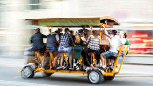 Bia xe đạp là một hình thức giải trí thu hút khách du lịch của Hà Lan. Ảnh: Shutterstock.