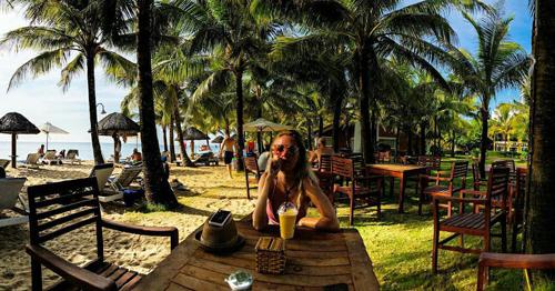 Nơi đây có các dịch vụ tiện ích khác như bar bãi biển, phòng cho trẻ em vui chơi, gym, tennis, bắn cung, mini golf& Cùng với phong thái phục vụ thân thiện của đội ngũ nhân viên, resort này trở thành một nơi nghỉ dưỡng lý tưởng được du khách trong và ngoài nước đánh giá cao.