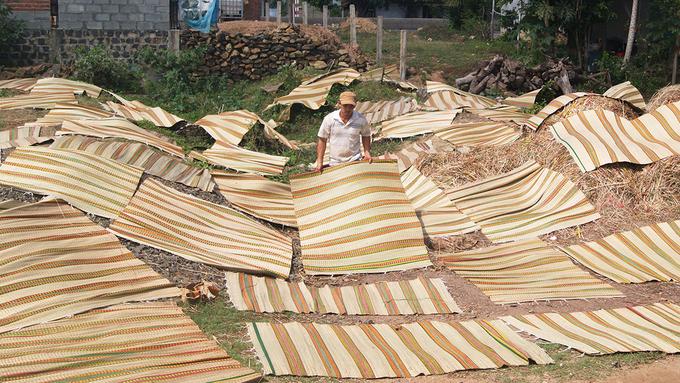 Bên trong làng dệt chiếu cói trăm năm ở Phú Yên