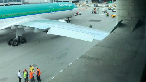 Đại diện Aer Lingus cho biết toàn bộ hành khách có mặt trên chuyến bay vào thời điểm vụ va chạm xảy ra, không ai bị thương. Ảnh:Rami Dahud.