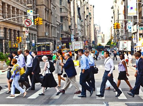 Có khá nhiều tiêu chuẩn khác nhau để được coi là dân New York ngoài việc bạn định cư ở đây. Nhiều người cho rằng nó phụ thuộc vào thời gian sinh sống, số khác lại quan trọng việc hiểu biết về thành phố như thuộc đường tàu điện ngầm, biết cách gọi taxi...