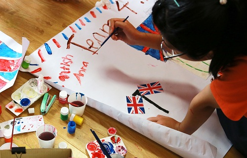 Ngoài ra, các bé sẽ được trổ tài hội họa tại Cuộc thi vẽ tranh Creative Kids với tổng giải thưởng lên tới 20 triệu đồng.