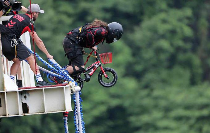 Trung Quốc lắp sàn nhảy bungee cao nhất thế giới