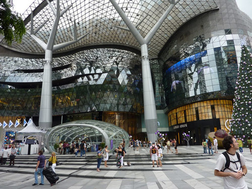 Đường Orchard vốn được mệnh danh là thiên đường mua sắm của những tín đồ hàng hiệu, với một loạt trung tâm thương mại san sát. Ảnh:Mila/Ngoisao.