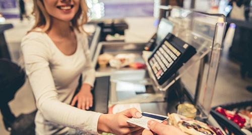 Hãy đến các trung tâm đổi tiền chính thức hoặc rút tiền từ cây ATM. Ảnh: Scam-detector.