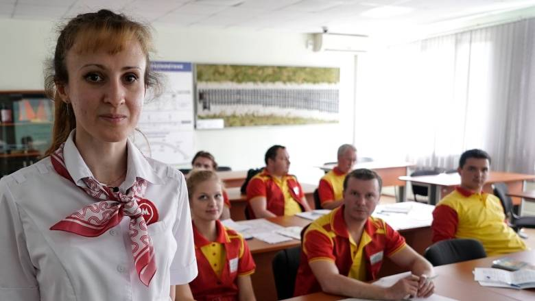 evgenia zaborskaya 3067 1527819084 - Người Nga tập cười, học tiếng Anh đón khách Tây dịp World Cup