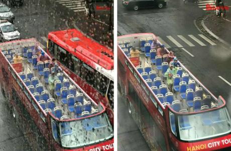Hình ảnh du khách mặc áo mưa, ngồi xe buýt 2 tầng đi tham quan thủ đô khiến cộng đồng xôn xao. Ảnh: Nguyễn Thành Chung.