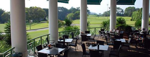 Golfers TerraceKhu GolfersTerrace tại câu lạc bộ Golf Sentosa không chỉ là nơi dành cho các golf thủ mà cả những du khách muốn tận hưởng cảm giác thư giãn giữa thiên nhiên tĩnh lặng. Tại ốc đảo yên bình này, du khách có thể vừa thưởng thức các bữa ăn, vừa ngắm nhìn toàn cảnh sân golf với Biển Đông ở phía sau. Những thảm cỏ mênh mông xanh rì và mặt biển trải dài vô tận chắc chắn sẽ làm hài lòng cả những golf thủ lẫn du khách.