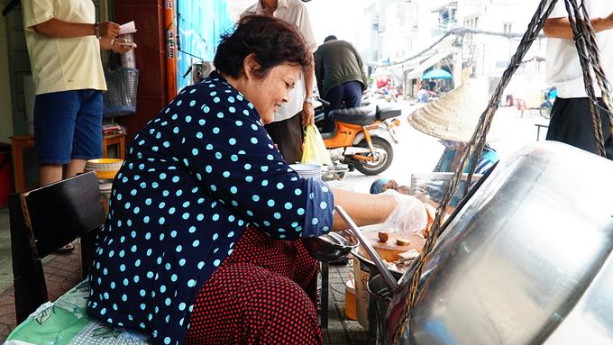 Quán cháo lòng sau 80 năm vẫn bán trên gánh ở Sài Gòn