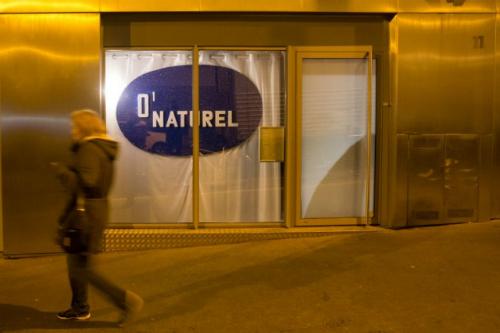 Toạ lạc trong một góc phố yên tĩnh phía tây nam Paris, ONaturel được mệnh danh là nhà hàng khoả thân đầu tiên của kinh đô ánh sáng.