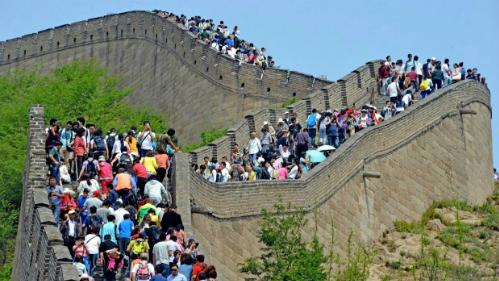 Những du khách bình dân thường quá quen với việc tham gia vào các đám đông chen chúc khi đi nghỉ dưỡng. Ảnh: Traveller.