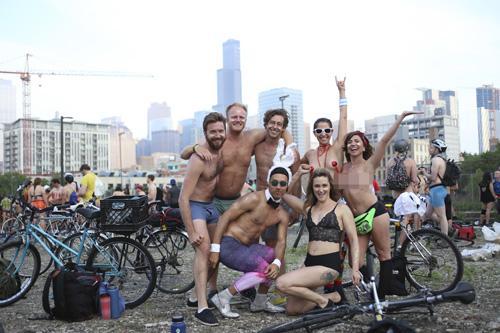 Những người tham gia lễ hội đều mong muốn truyền đến thông điệp: muốn được tham gia giao thông trong tình trạng an toàn hơn, không khói bụi ô nhiễm. Bức ảnh trên được chụp tại đường phố Chicago ngày 9/6. Ảnh: Timeout.