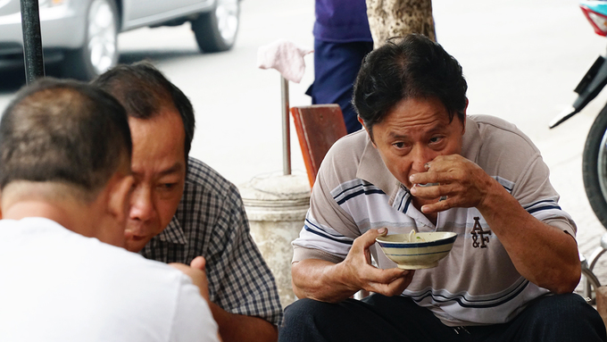 Quán cháo sau 40 năm ở Sài Gòn giá vẫn 5.000 đồng một tô