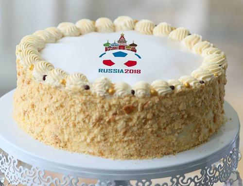 bánh mật ong Nga tuyệt vời với những lớp bánh mềm kết hợp hoàn hảo cùng caramel và kem phủ, là lựa chọn lý tưởng cho mùa World Cup.
