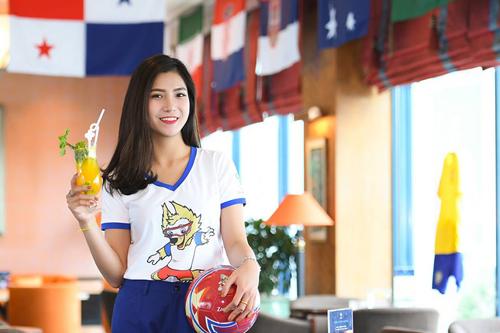 Khách sạn 5 sao ở Hà Nội trang hoàng, lắp màn hình lớn mùa World Cup - ảnh 6