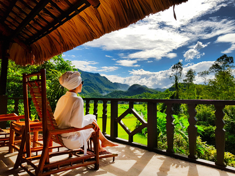 Tại đây, chỉ cần mở cửa là du khách có thể ngắm khung cảnh thiên nhiên xanh mướt. Khu nghỉ cũng có đủ khuôn hình từ thơ mộng, lãng mạn cho đến sang chảnh để chụp ảnh.